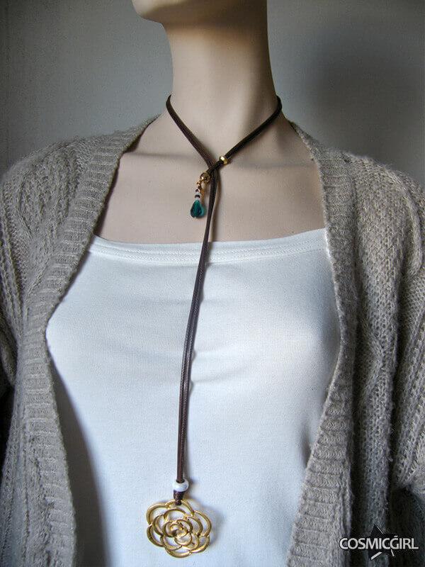 Collar Rosee bisutería artesanal posición 1